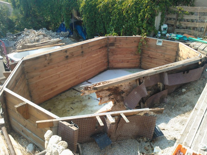 Piscine bois enterr e retour d 39 exp rience n gatif for Piscine semi enterree a debordement